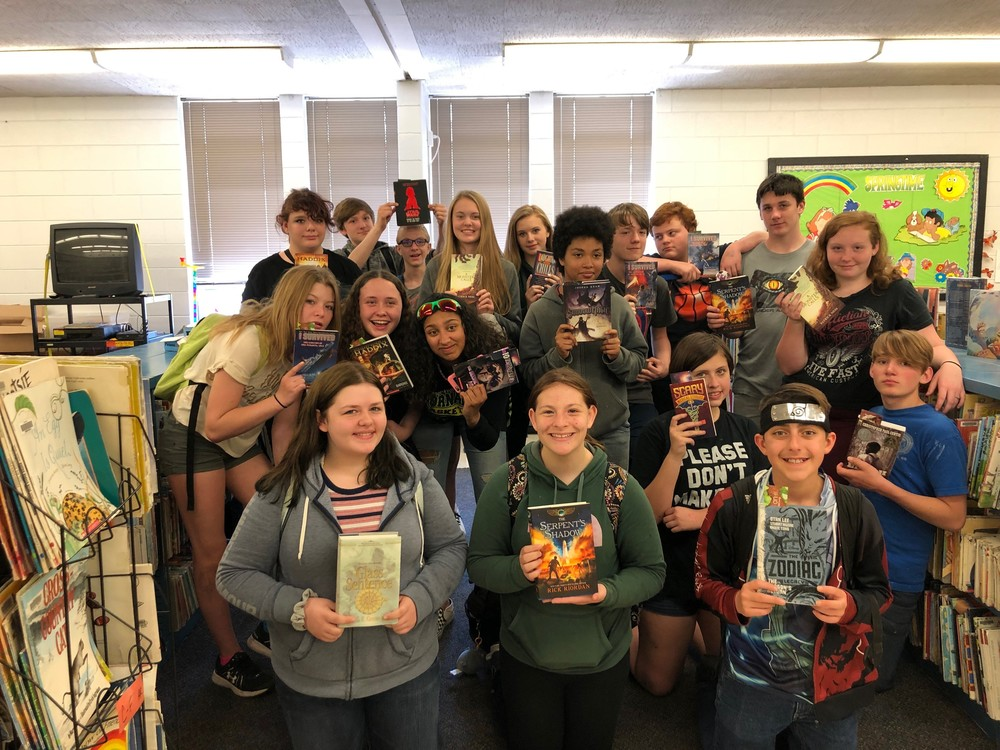 Middle School students receive free books