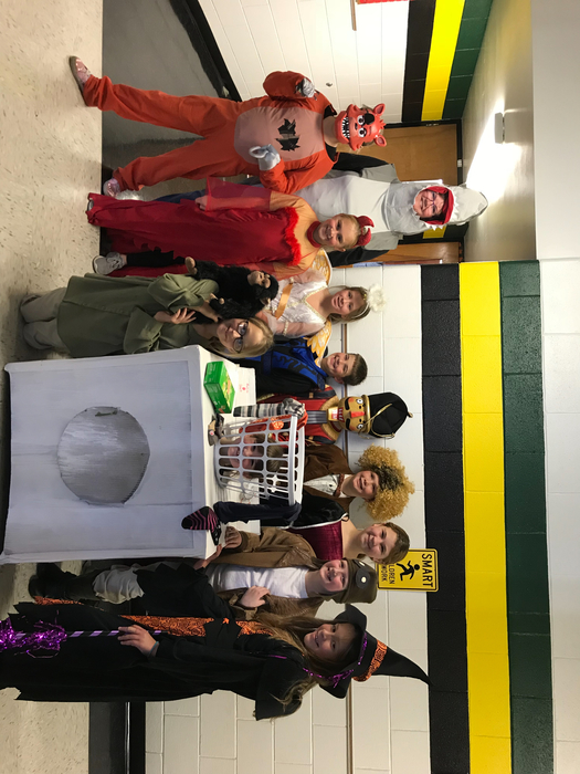 4th grade in costumes